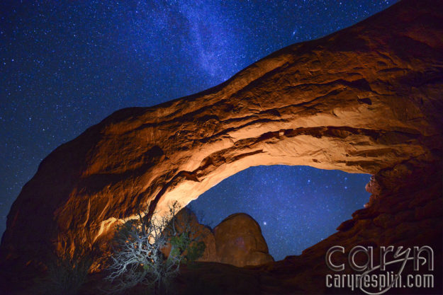 Arches National Park - Light painting - Milky Way - Night Photography - Window Arch - Moab Utah
