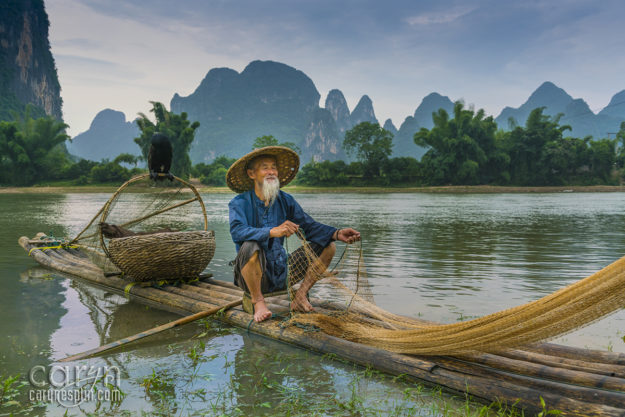 CarynEsplin-WhiteBeardSettingtheNet-CormorantSunsetFishermen-Guilin-China-karst-Guangxi Zhuang region