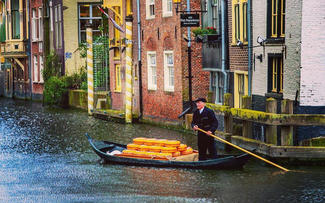 Photo Tips: Cheese Delivery By Boat